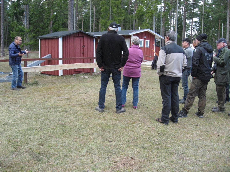 Stödföreningens ordförande Olav Lindahl fråga de närvarande till råds om nytt staket runt golfbanan